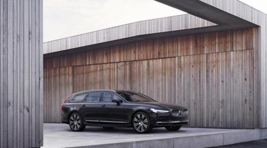 Większy zasięg na jednym ładowaniu, lepsze osiągi – nowy układ hybrydowy Volvo Recharge